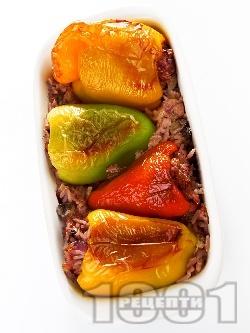 Постни пълнени чушки (пиперки) с гъби печурки, ориз и сметана печени на фурна - снимка на рецептата